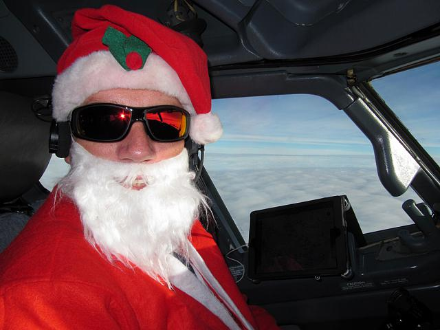 Boeing 747-200 na £awicy ?!-christmaspilot14.jpg