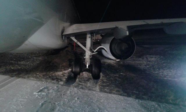 2013.03.12 Boeing 737  Travel Serice wypad³ z pasa w EPKT-882411_547822595248460_2107439509_o.jpg