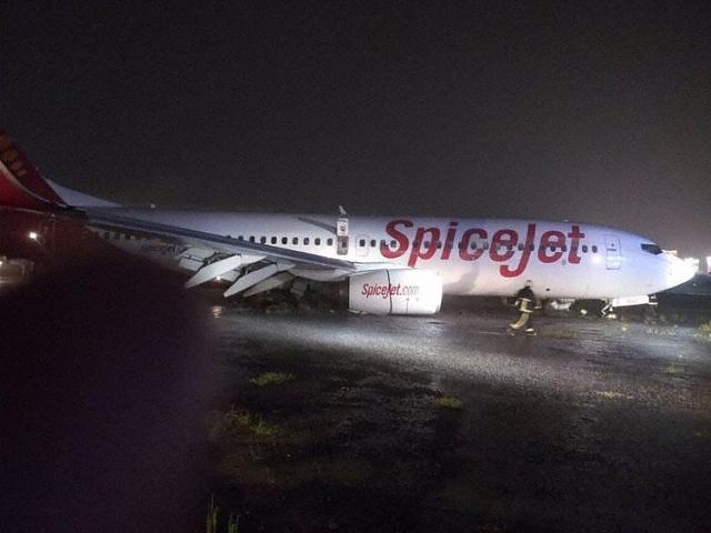 2017.09.19 Spice Jet B738 wypada z pasa w Mumbaju-spicejet_b738_vt_sgz_mumbai_170919_1.jpg